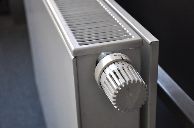 Panel radiator with the thermostatic valve